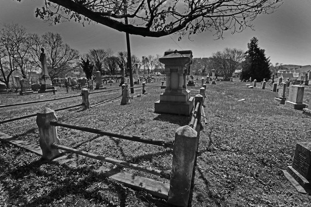 Celeb-Cemeteries.jpg