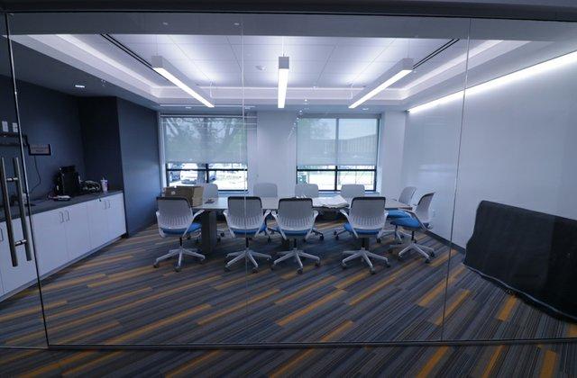 4-meeting room.jpg
