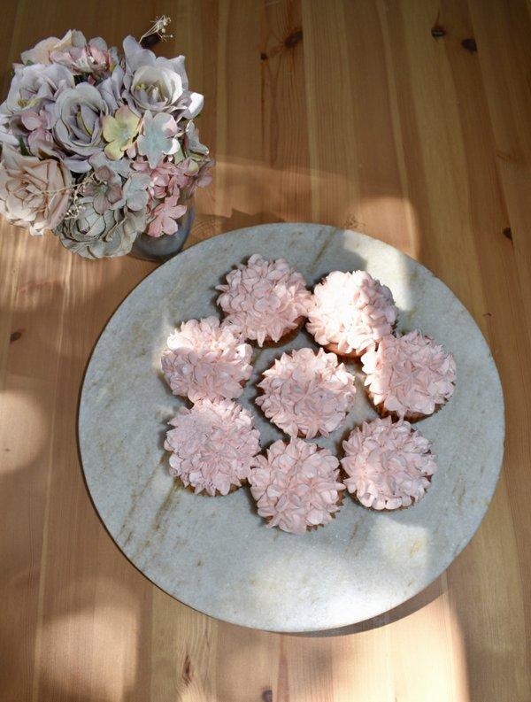 Pastel strawberry cupcakes.jpg