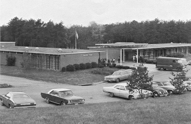 Raleigh-Court-Elementary-School-1971-72.jpg